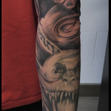 tattoo blanco y negro brazo